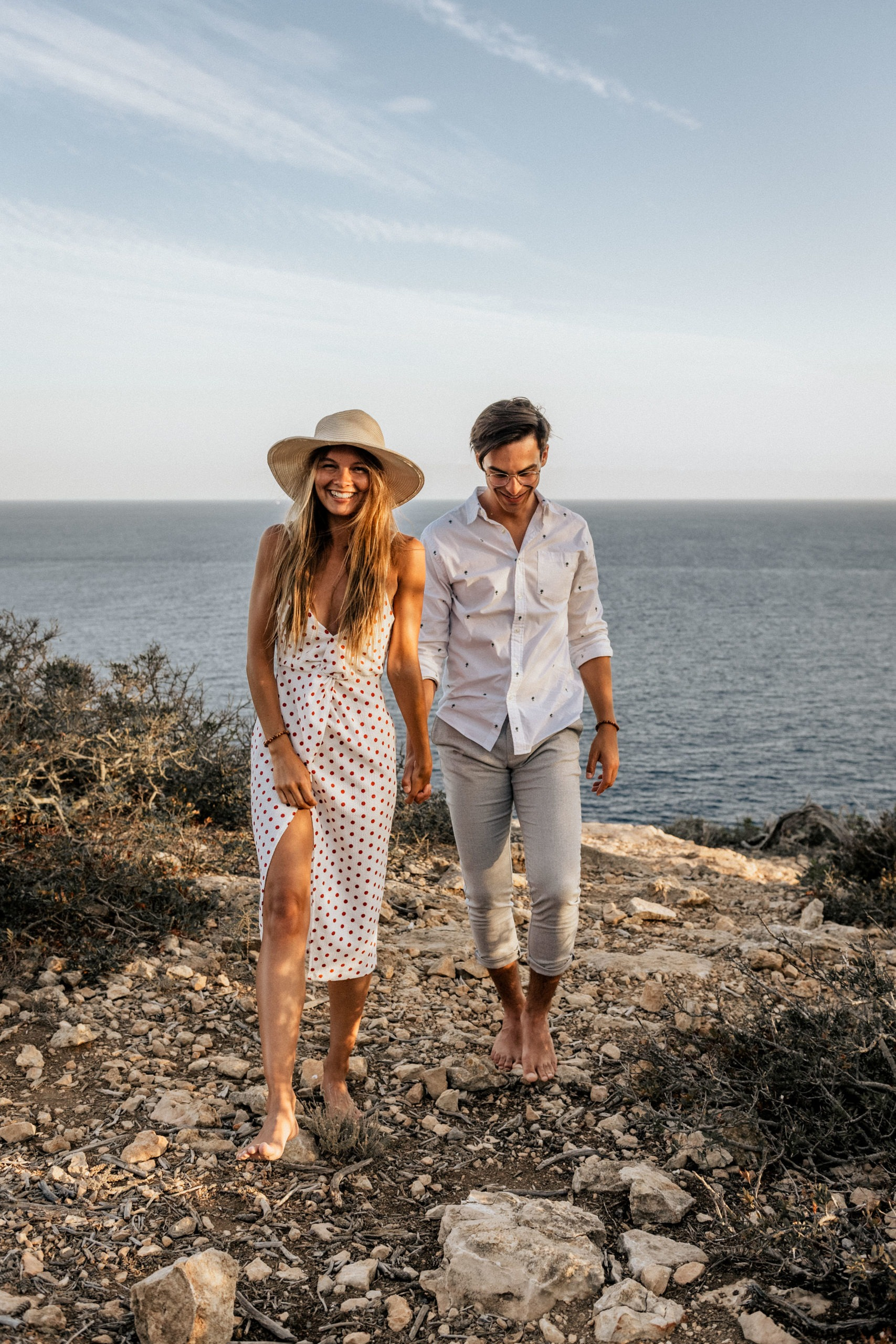 Mallorca cliffside love story